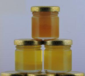 vasetti di miele italiano di millefiori primaverili ed estivi